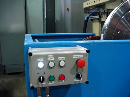 Fully automated System for Magnetic Particle Inspection of Railway Wheels